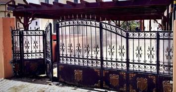 dairesel bahce giris kapisi