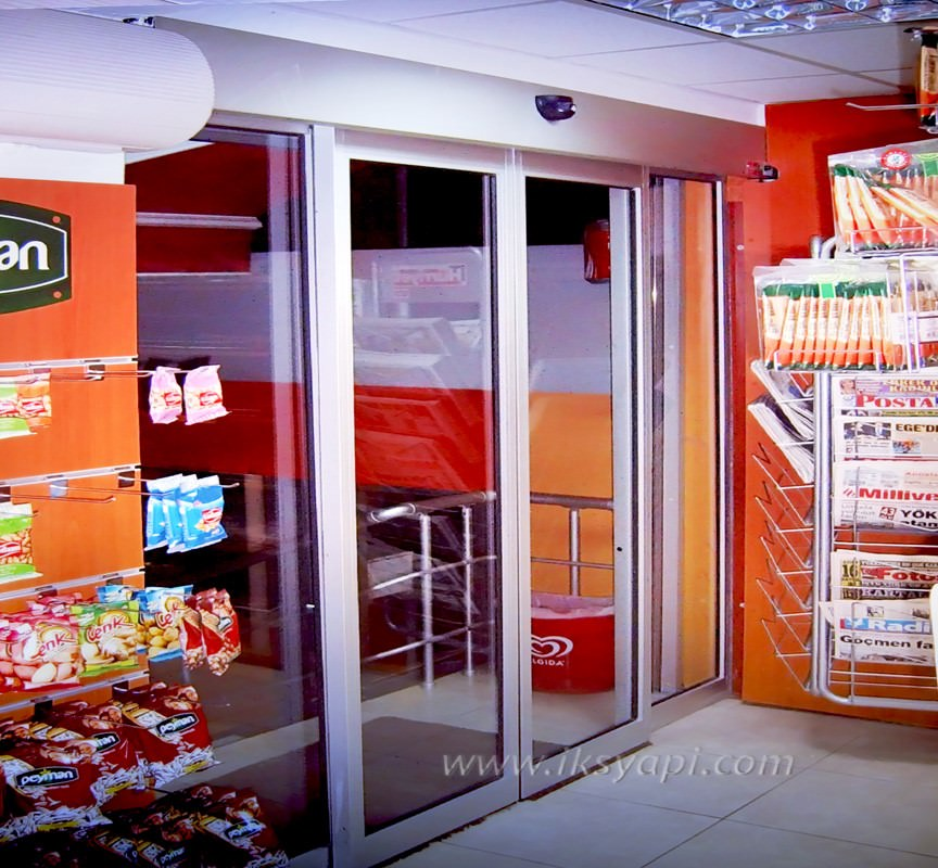 market otomatik cam kapi